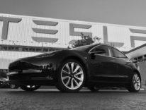 Tesla «Riceviamo 1.800 prenotazioni al giorno per Tesla Model 3»