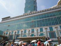 Quasi come Vasco, migliaia in fila per l'inaugurazione di Apple Taipei 101