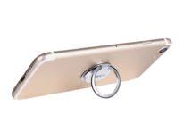 Date un anello allo smartphone: è maniglia, supporto e gancio, sconto a 6,99 euro