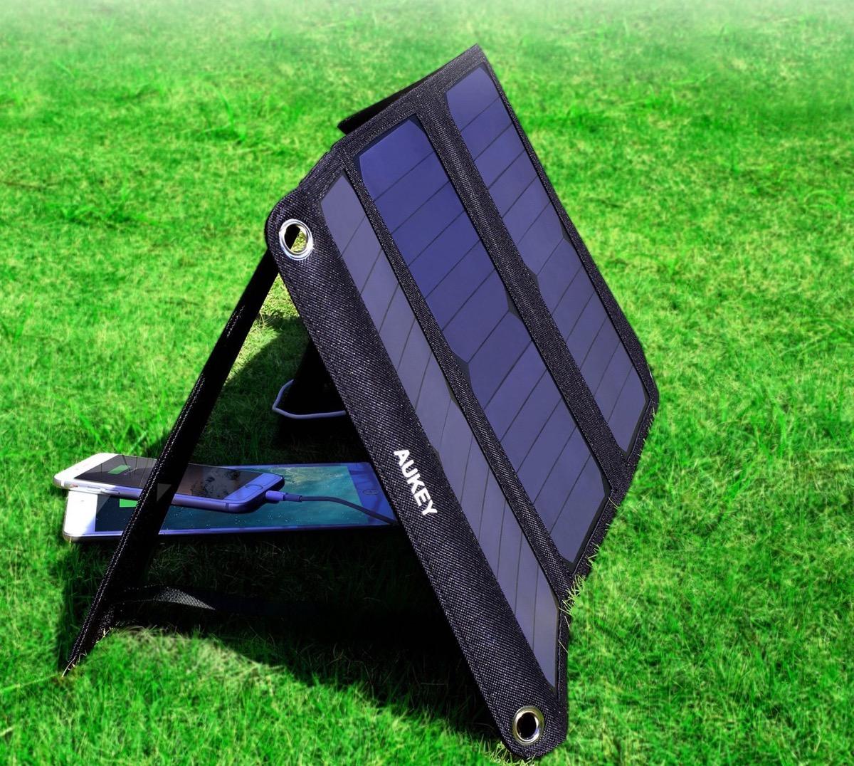 Pannello Solare Per Ricaricare Auto Elettrica : Pannello solare da w ricarica cellulari e batterie