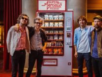 Apple Pay per comprare merchandising della band francese Phoenix