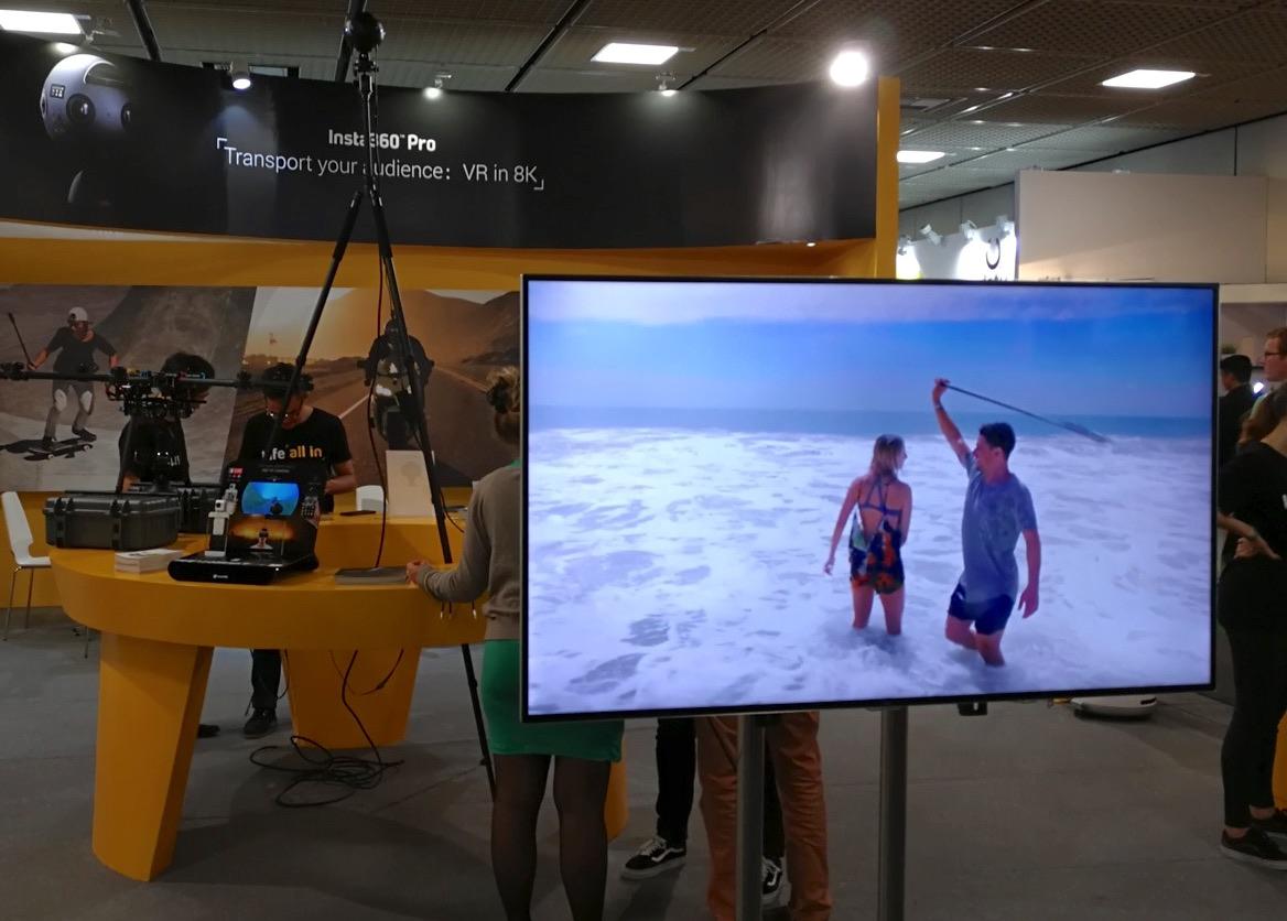 La modalità bulletprof spiegata sullo schermo e lo stand INSTA360 ad IFA