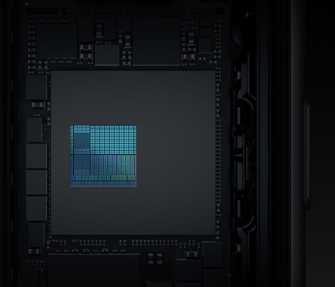 Il processore ISP progettato da Apple esegue una stima in tempo reale dell'illuminazione con una messa a fuoco automatica più rapida in condizioni di scarsa illuminazione e migliori foto HDR.