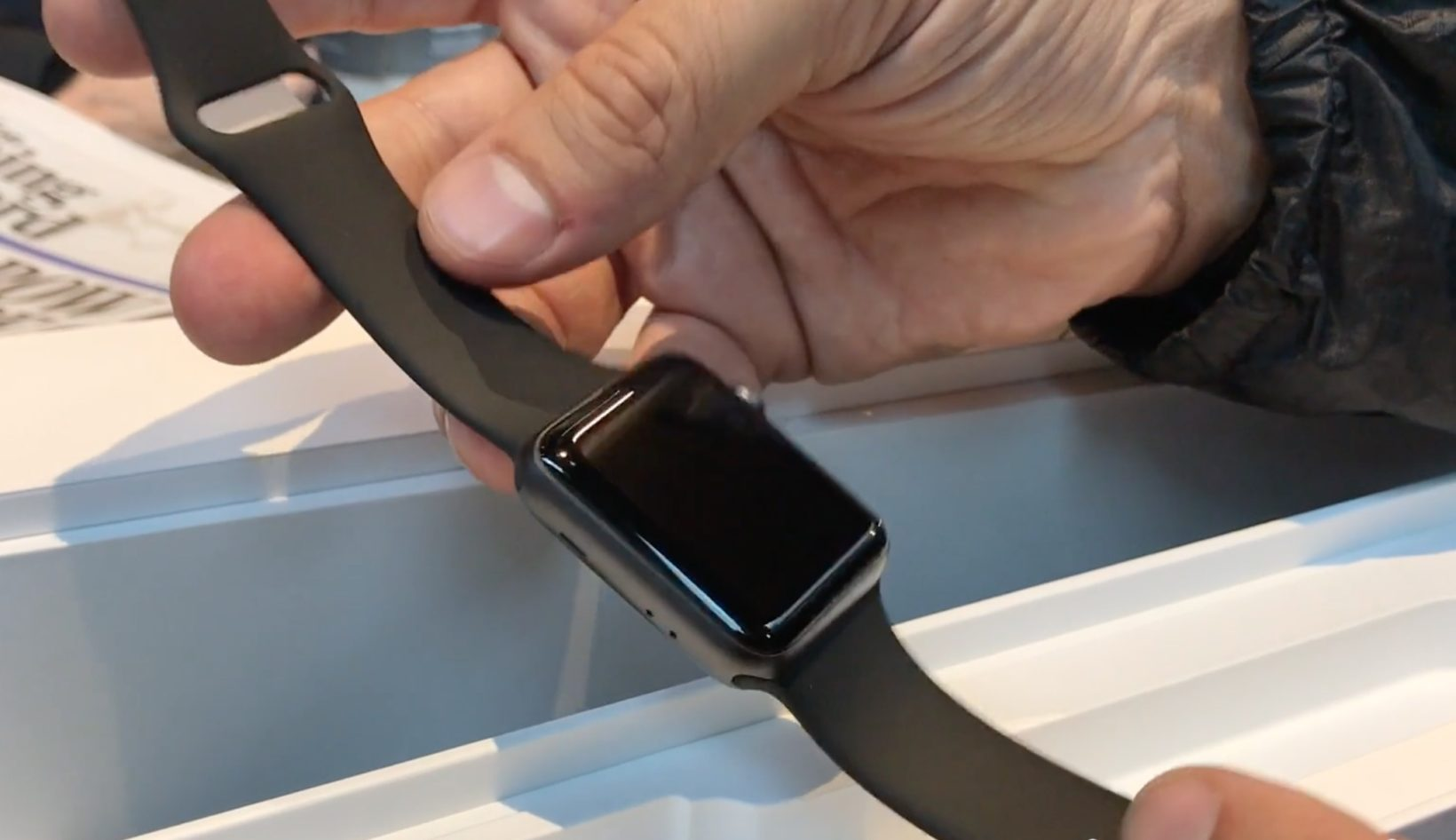 unpacking di Apple Watch 3