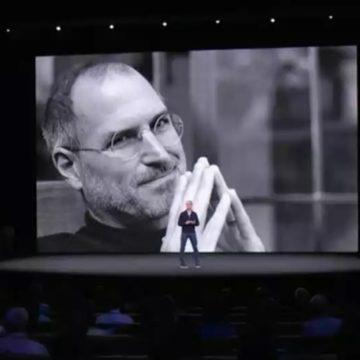 apple omaggia jobs