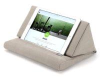 Cuscino-leggìo per tablet ed e-reader, torna la super offerta a soli 9,99 euro