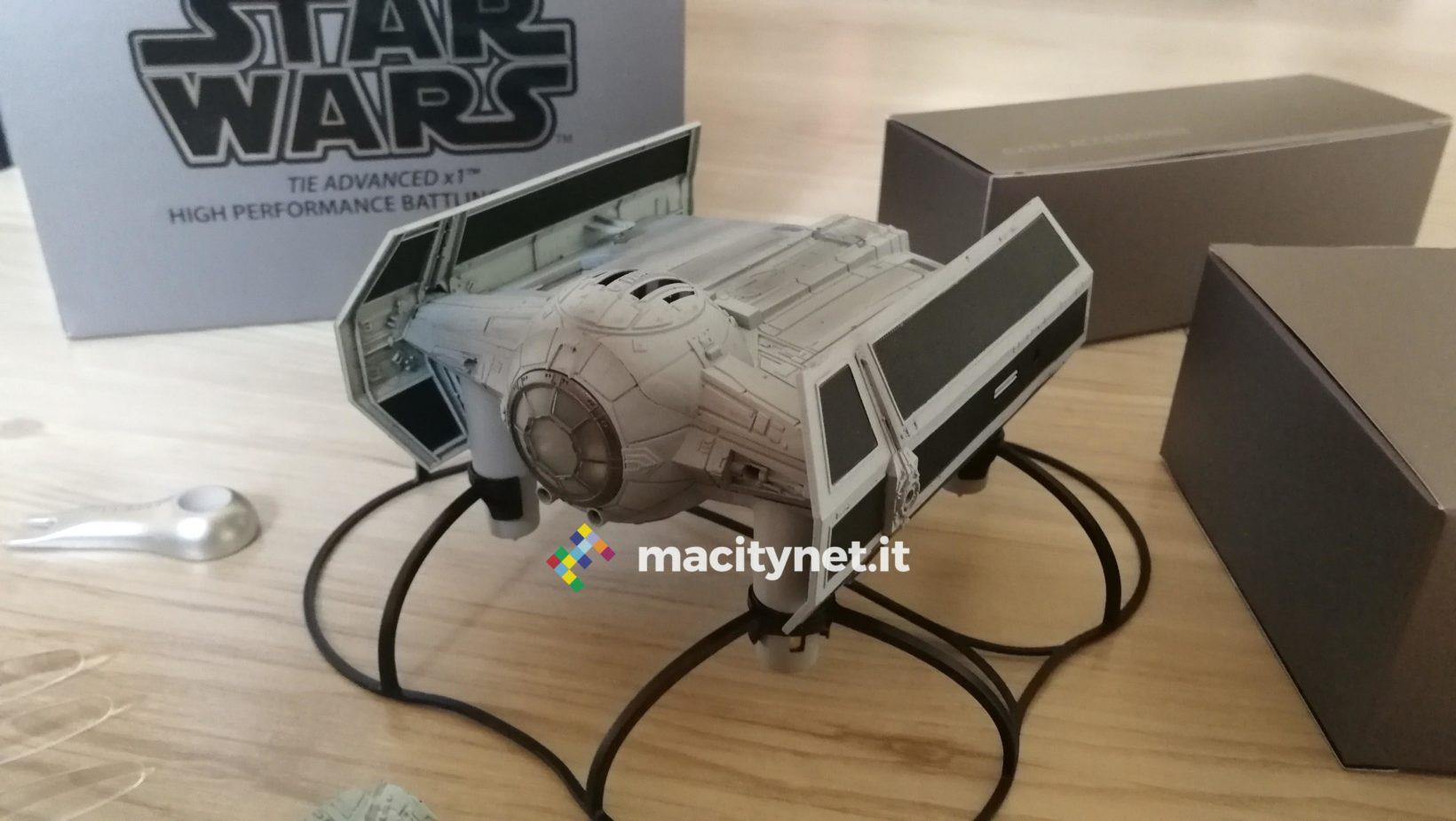 Star Wars Tie Advanced X1 visto da vicino