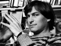 Tim Cook ricorda Steve Jobs a sei anni dalla morte «Ancora con noi, ci ispira ancora»