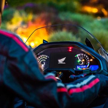 La prima moto con apple carplay la nuova honda gold wing for Honda apple play
