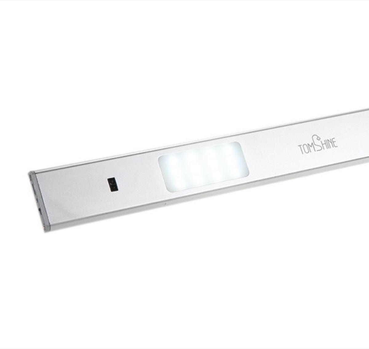 Lampada LED wireless con sensore di movimento in offerta a 16,99 euro