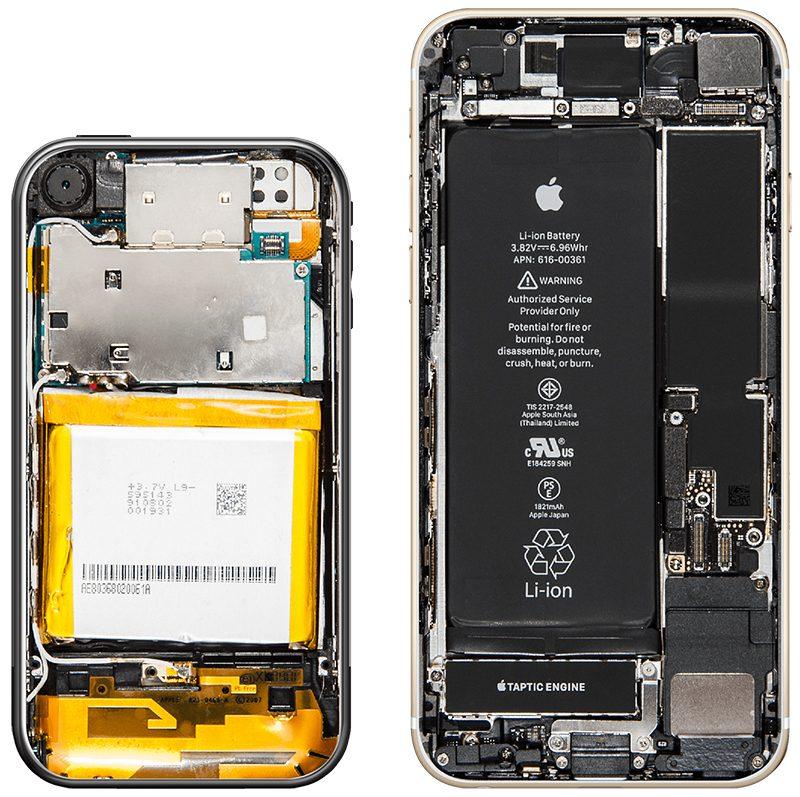 Sulla sinistra l'interno del primo iPhone, sulla destra l'interno del nuovo iPhone 8
