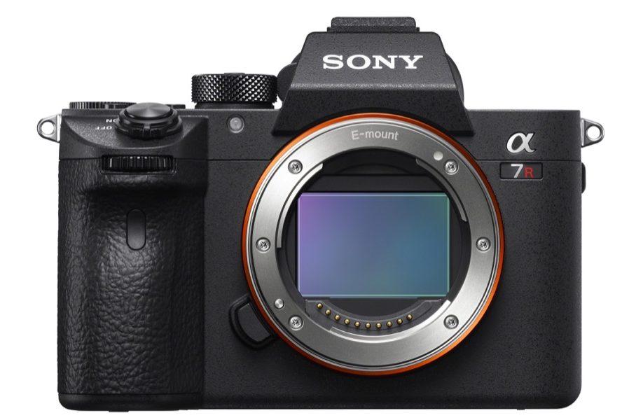 sony full frame - foto Sony α7R III