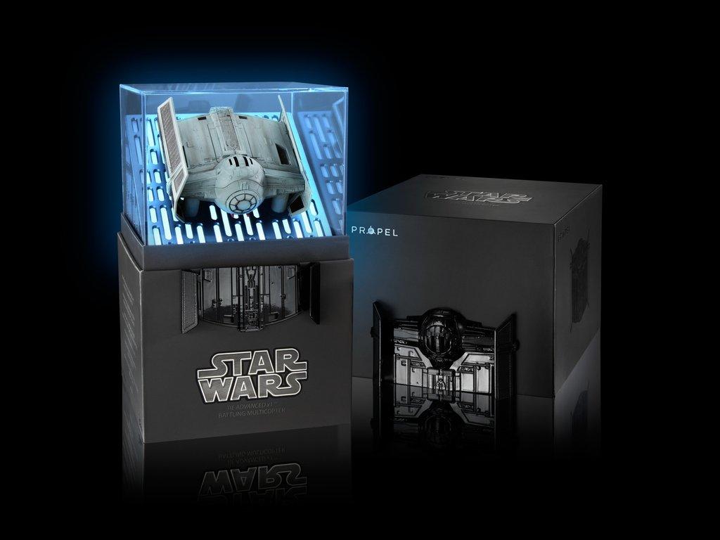 La confezione di Star Wars Tie Advanced X1