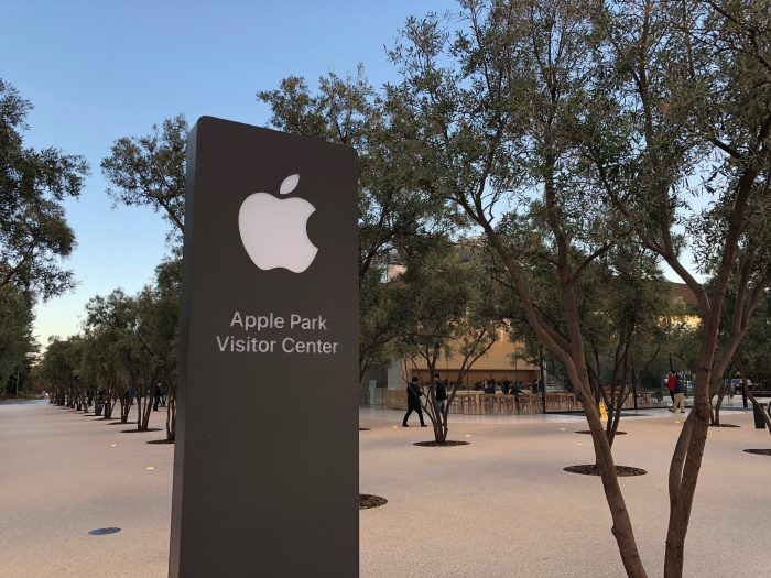 ingresso del visitor center di apple park