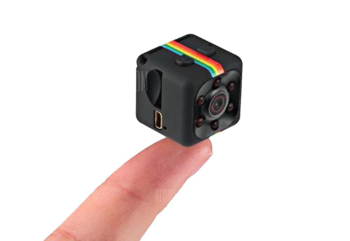 Quelima SQ11, la mini-videocamera che sta sulla punta di un dito costa 9 euro