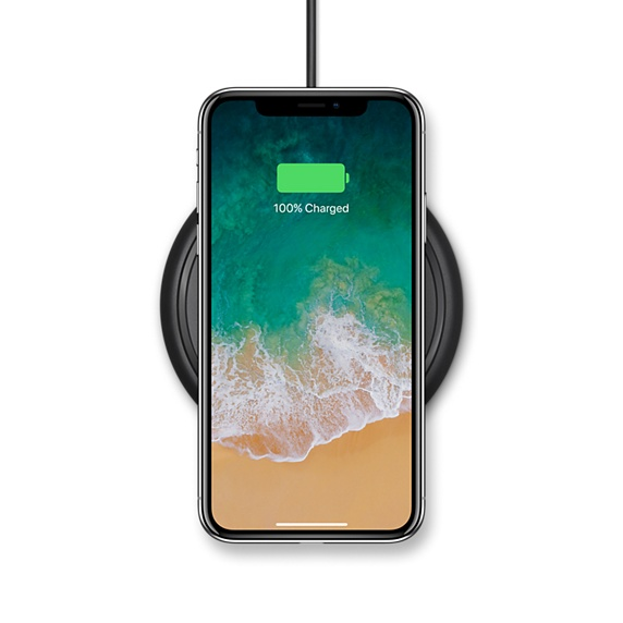 Si tratta di una soluzione compatta, dotata della tecnologia wireless che  consente di ricaricare direttamente iPhone 8, iPhone 8 Plus e iPhone X  senza fili,