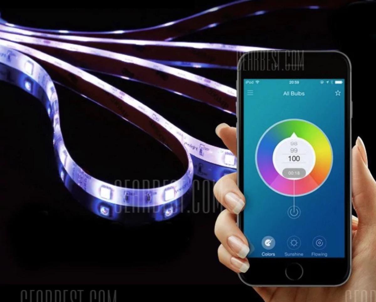 Luci led adesive xiaomi controllabili tramite smartphone in offerta