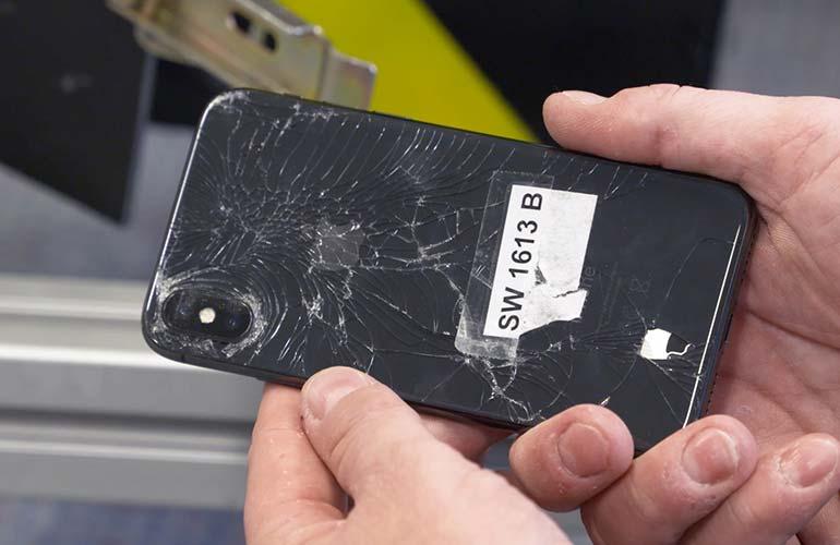 iPhone X danneggiato nei test di Consumer Reports iPhone X vs iPhone 8