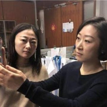donna cinese rimborso 2 iphone x 2