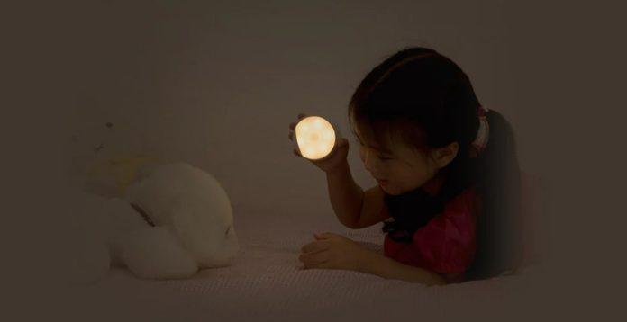 Solo 12 euro: luce notturna Xiaomi Yeelight, foto sensibile, dura 120 giorni