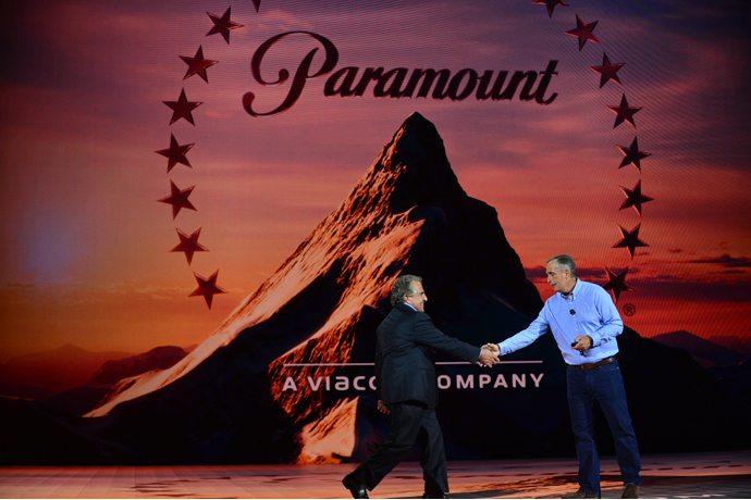Jim Gianopulos (a sinistra), presidente e CEO of Paramount Pictures con Brian Krzanich, CEO di Intel