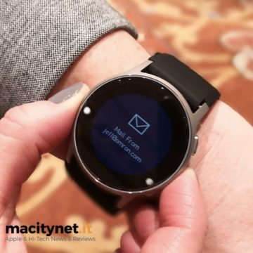 Omron Healthcare, uno smartwatch che misura la pressione..