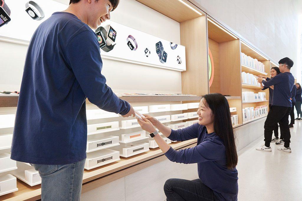 I 140 dipendenti dello store coreano parlano in totale 15 lingue