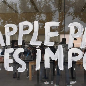Apple, paga le tasse