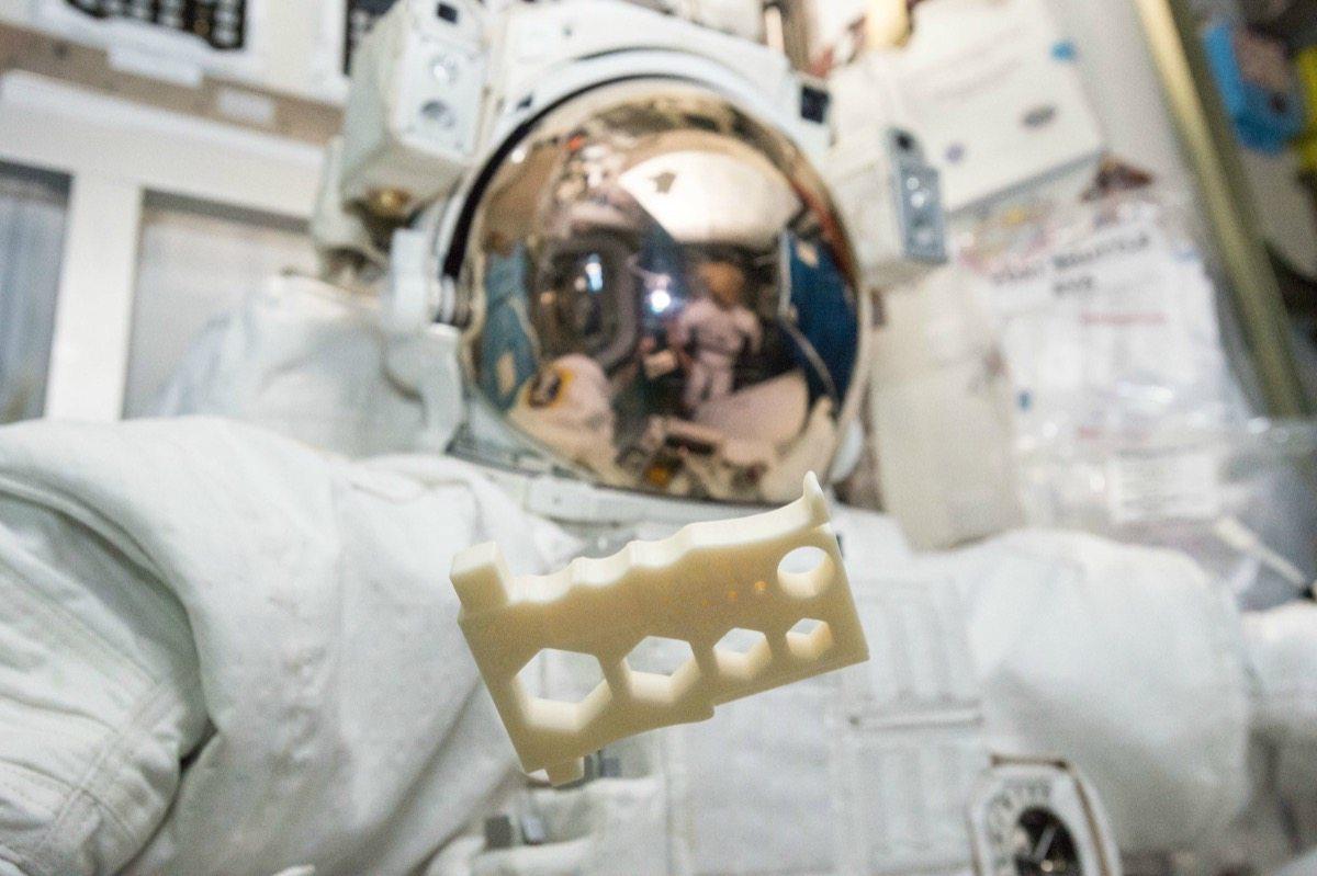 fabbriche nello spazio