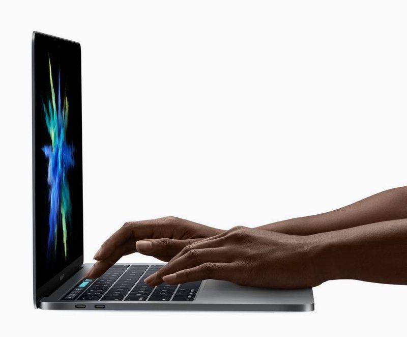 problemi tastiera macbook, foto macbook pro