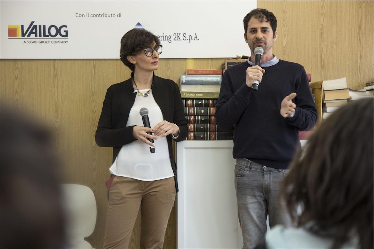 amazon amatrice foto Veronica Pirola e l'autore Giuseppe Catozzella incontrano gli studenti di Amatrice durante l'inaugurazione della nuova biblioteca