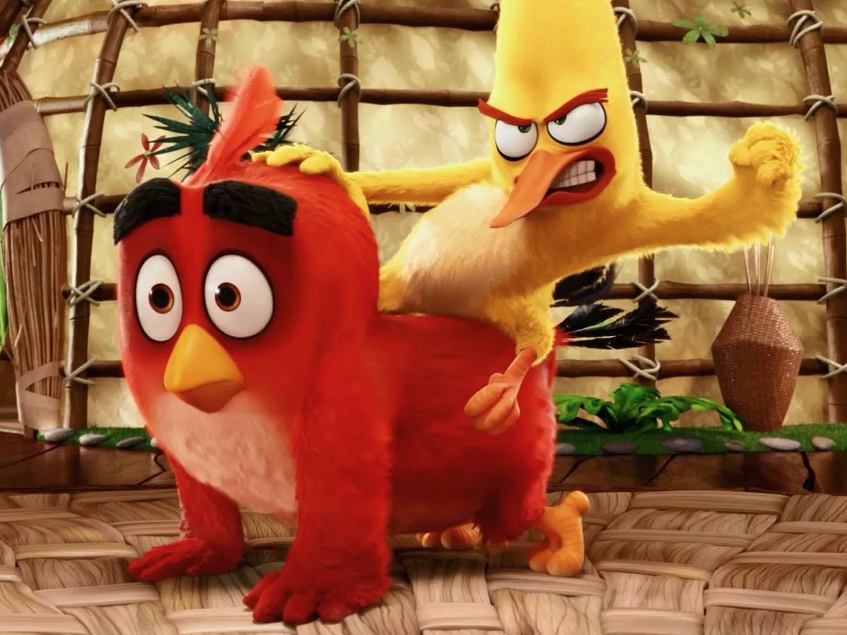 film angry birds 2 il film, foto - Chuck a cavalcioni sopra Red nel film Angry Birds