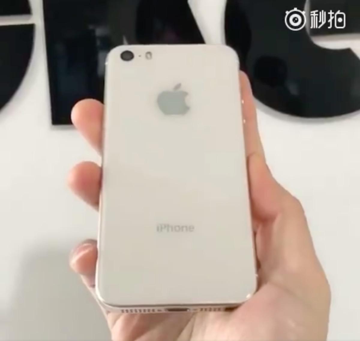 nuove immagini di iPhone SE 2, versione bianca con retro in vetro