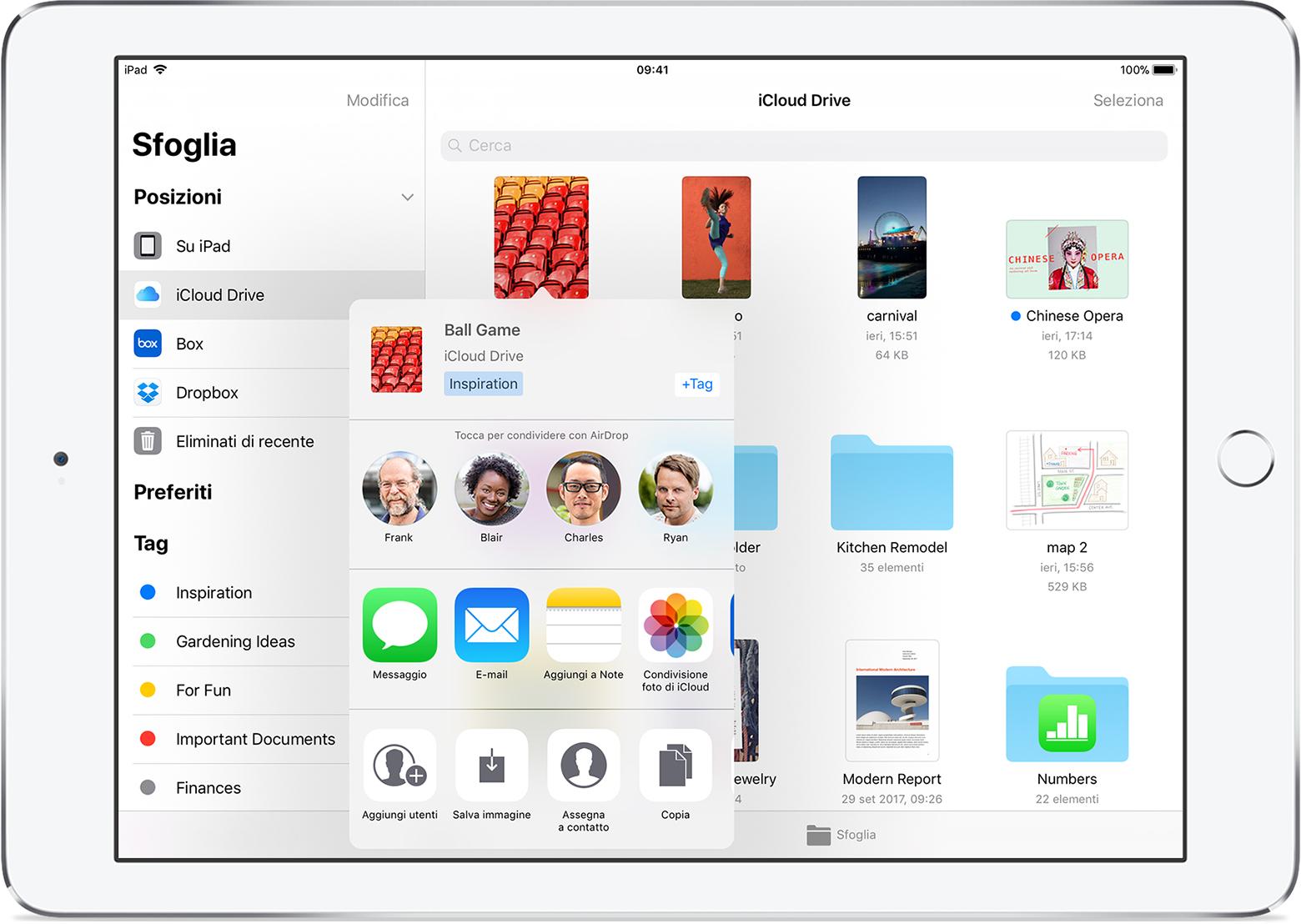 L'app File su iOS 11 consente di tenere i documenti in una app che è possibile aprire e gestire da qualsiasi iPhone, iPad e iPod touch permettendo di trovare con facilità ciò che serve, indipendentemente dalla posizione in cui è stato salvato o dal dispositivo utilizzato.