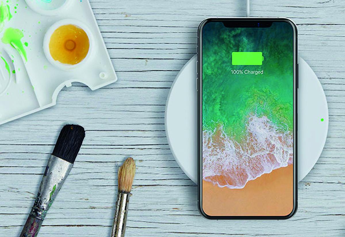 juice belkin, foto iPhone X su base Belkin Boost Up ricarica wireless Qi