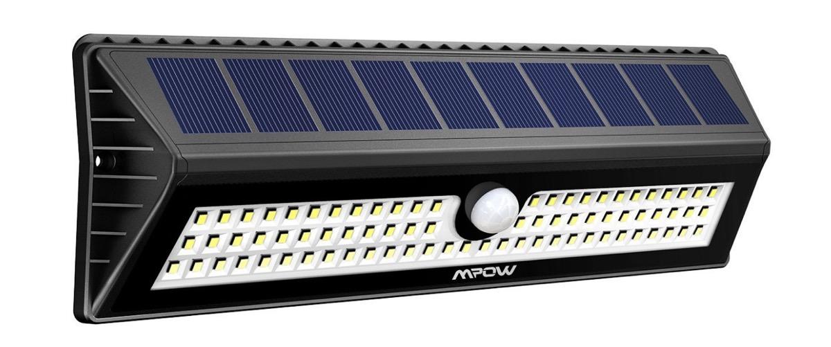 Solo oggi due lampade led da esterno con ricarica solare for Lampade led esterno
