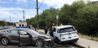 Tesla Model 3, l'autopilota fa crack: incidente con auto della polizia