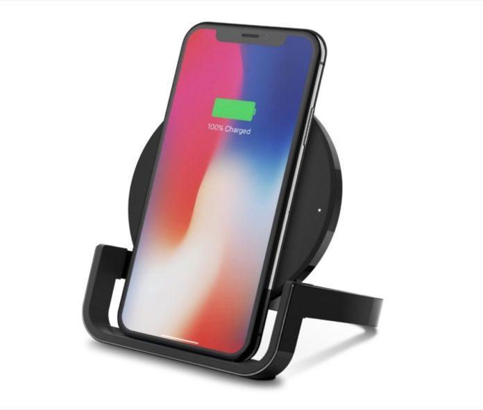 Belkin Boost Up, il pad di ricarica wireless ora con funzione stand