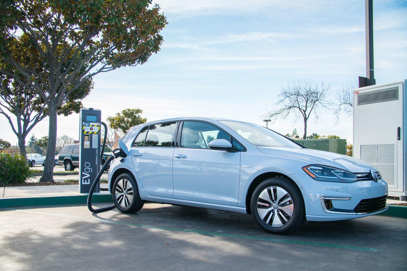 La e-Golf è una vettura elettrica con un'autonomia di 300 km. Sfruttando le batterie di QuantumScape l'autonomia potrebbe arrivare a circa 750 km.