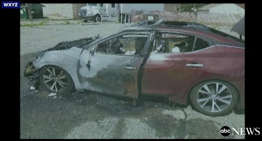 Galaxy S8 prende fuoco e distrugge un'auto, Samsung indaga