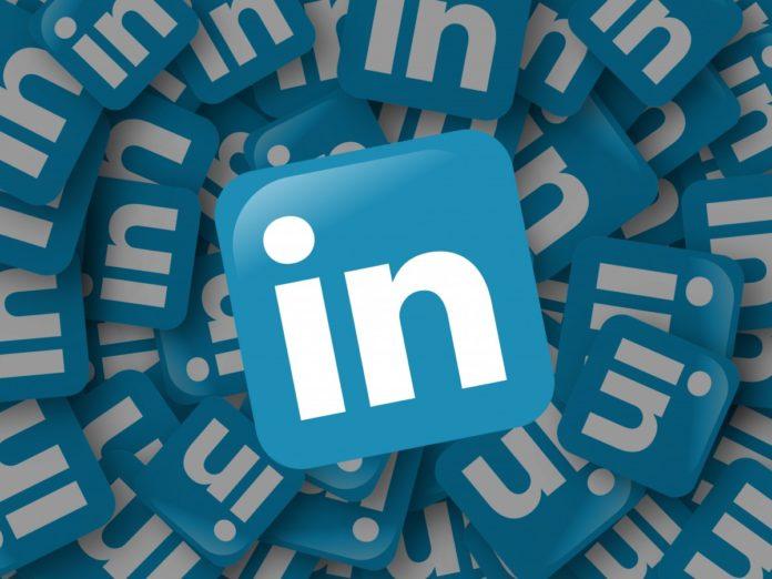 LinkedIn, adesso con codici QR e traduttore integrato