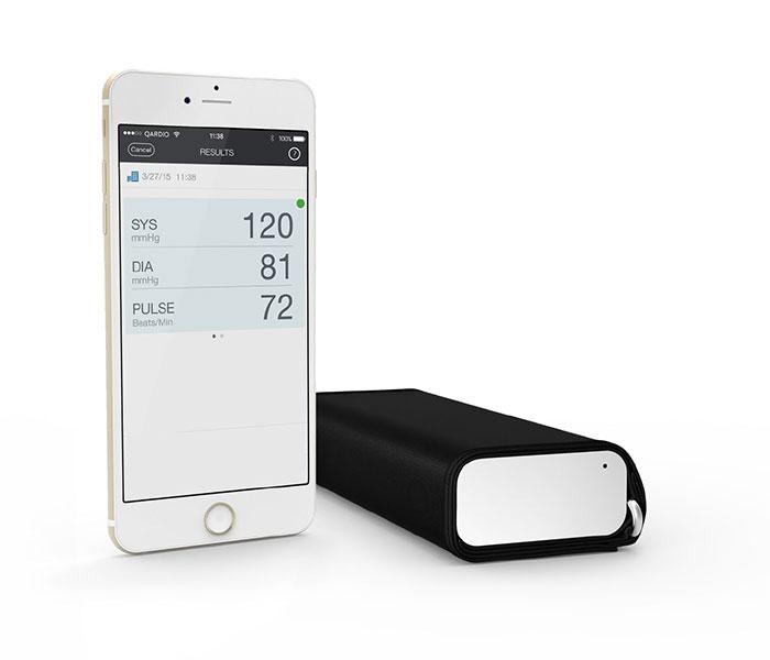 Il misuratore wireless di pressione QardioArm