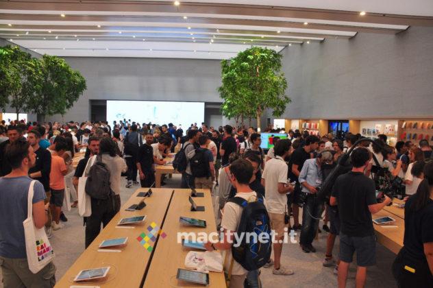 Inaugurazione Apple Piazza Liberty, lo store apre le porte al pubblico