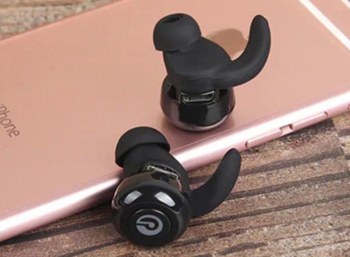 Auricolari True Wireless con custodia e alette in-ear a soli 16 euro