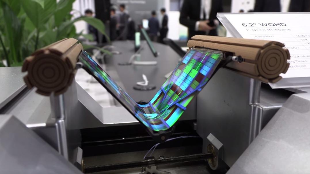 Huawei batterà Samsung e presenterà il primo smartphone con schermo pieghevole?