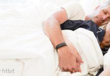 """Fitbit svela: dormire poco rende più """"svegli"""""""