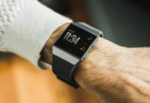 Smartwatch e smartband Fitbit scontati fino al 53%: la magia del Prime Day