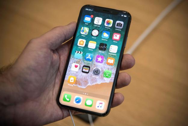 iPhone 6,1 LCD con cornici ultra sottili a novembre