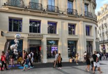 Samsung, uno showroom a due passi dal futuro Apple Store Champs-Élysées di Parigi