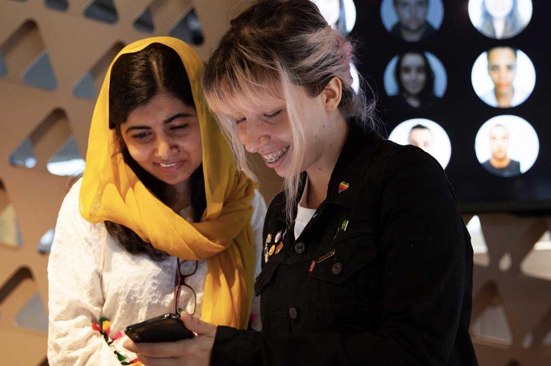 Gli studenti della Apple Developer Academy sviluppano app per risolvere difficoltà reali nelle loro comunità. Gli studenti a Rio hanno mostrato venerdì il proprio lavoro a Malala Yousafzai.